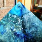 Piramide orgonite naturale con cera d'api Orion Dream