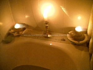 Some candles, orgonite beeswax instead a gum duck, wait a while and then enjoy your orgonic bath. Orgoniti naturali bagno orgonico.