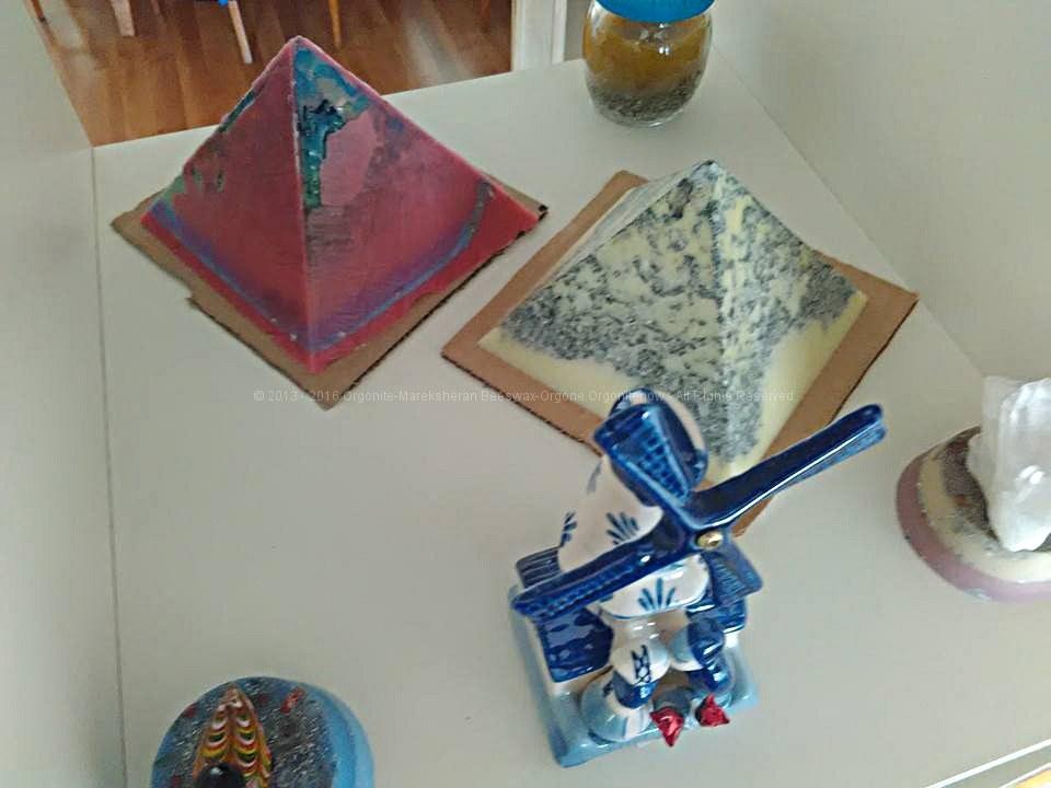Piramidi orgonite 12 cm bijenwas