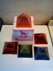 Piramidi orgonite da tempo andate in altre mani