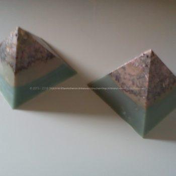 Pyramid orgonite 9 cm