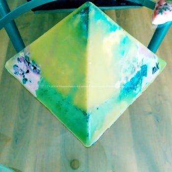 Seagull 24 cm pyramid orgonite