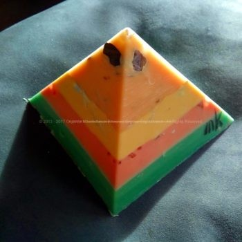 Lacrima Christi 12 cm pyramid orgonite