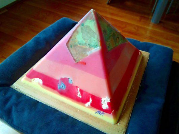 Rosa Rosae 24 cm pyramid orgonite
