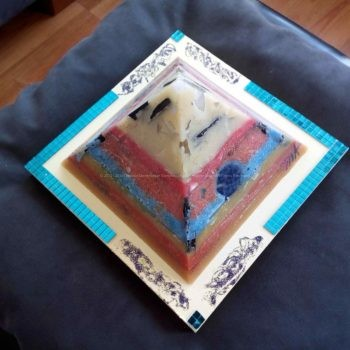 Miracle 17 cm pyramid orgonite