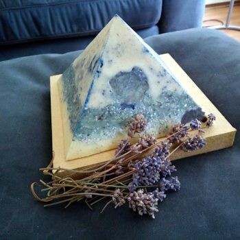 Lavender Blue 13 cm beeswax pyramid